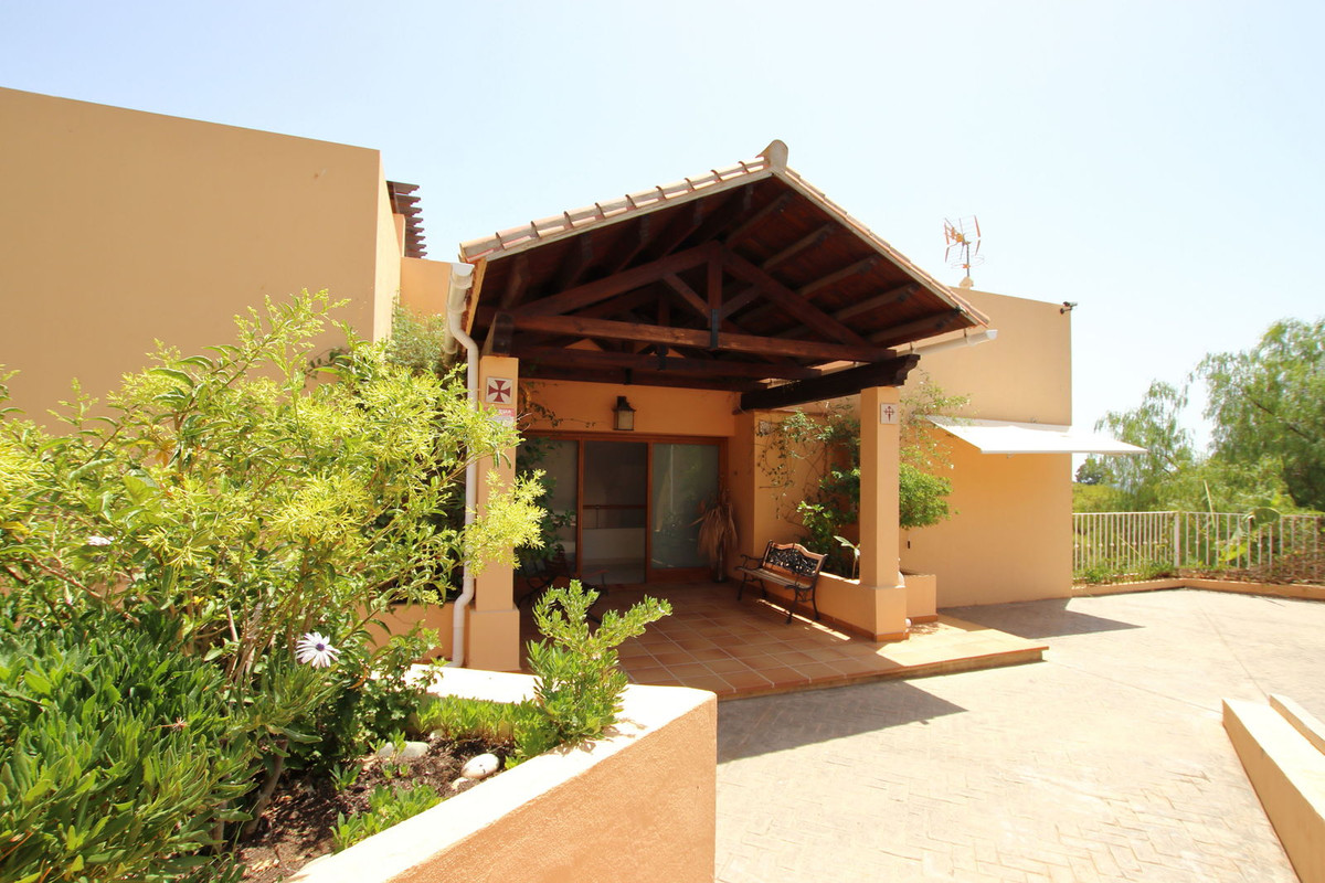 Villa just 200 meters from the beach.  In a beautiful and quiet urbanization. You will be able to en, Spain