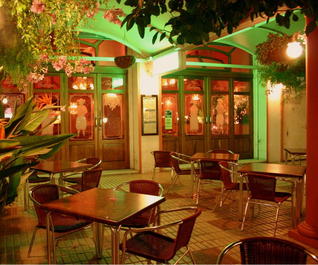 It is located in an emblematic square of Benalmadena with a fountain, surrounded by hotels and two s,Spain