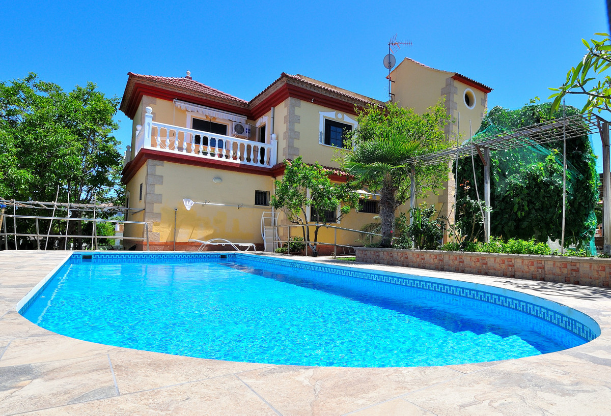 Investment! or make a bed and breakfast  Large Detached Villa or you can make Bed and Breakfast. Red,Spain