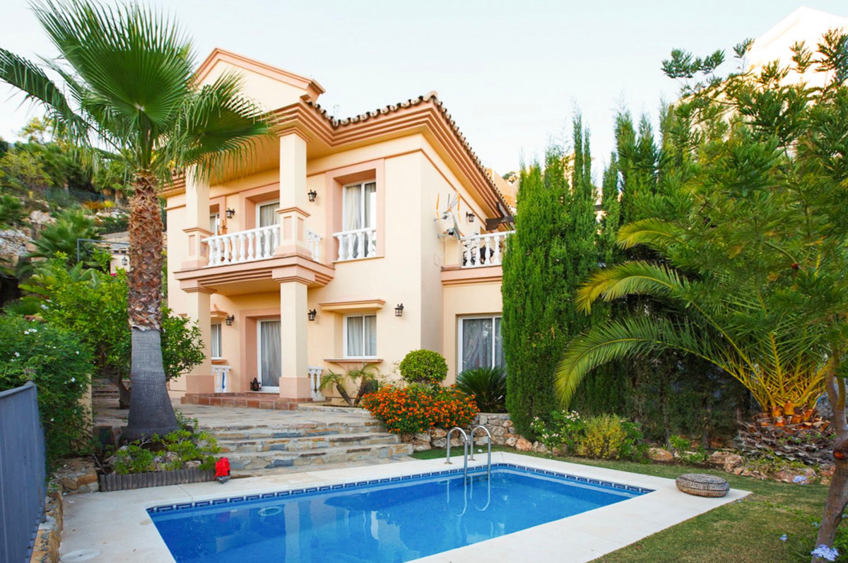 Semi Detached Villa for sale and for rent in Sierra Blanca Country Club, Istan, with 3 bedrooms, 2 b,Spain