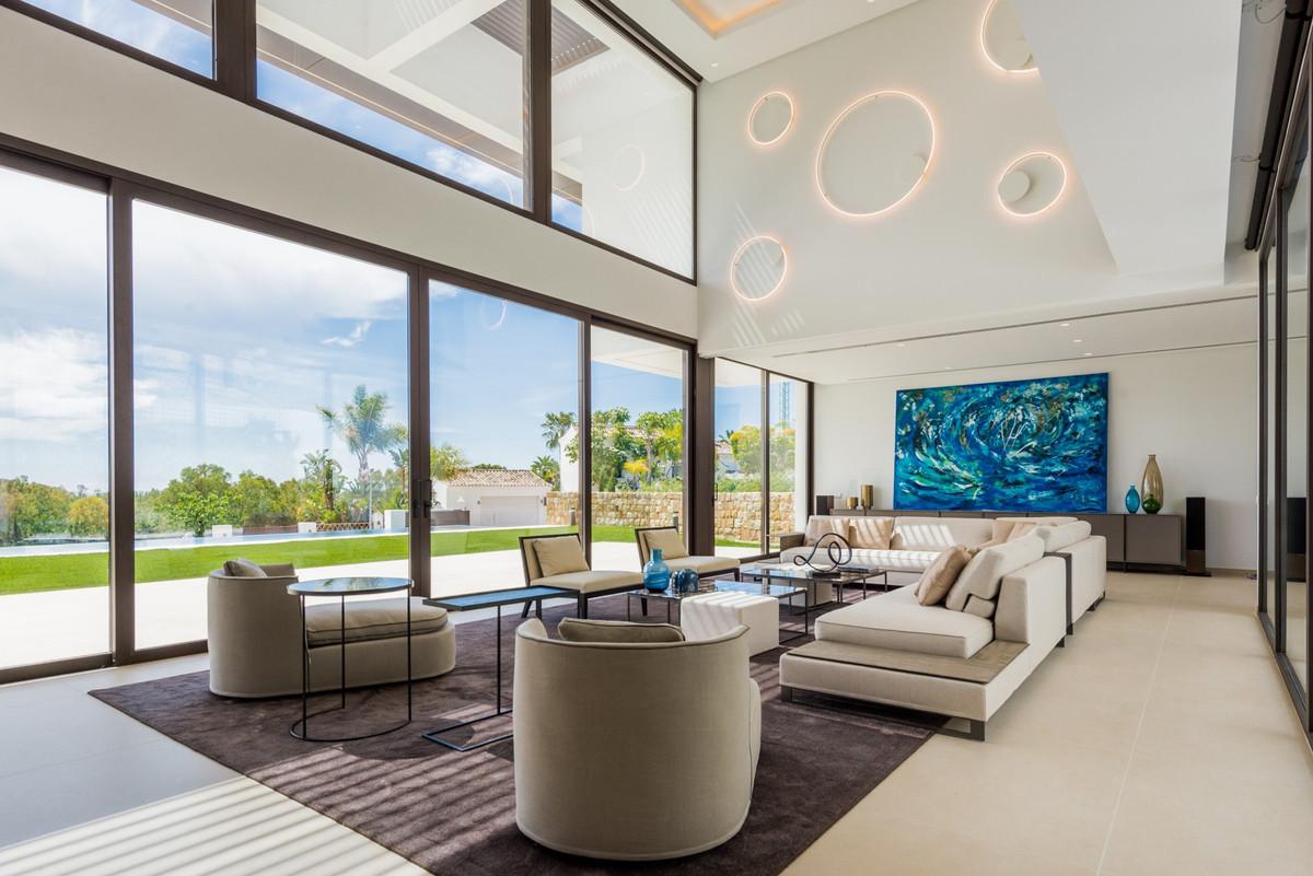 Villa for sale in La Alqueria, Benahavis, with 5 bedrooms, 5 bathrooms, 5 en suite bathrooms, 1 toil,Spain