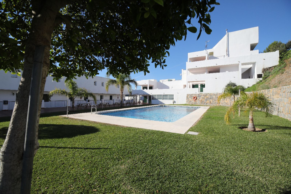 Middle Floor Apartment · Estepona