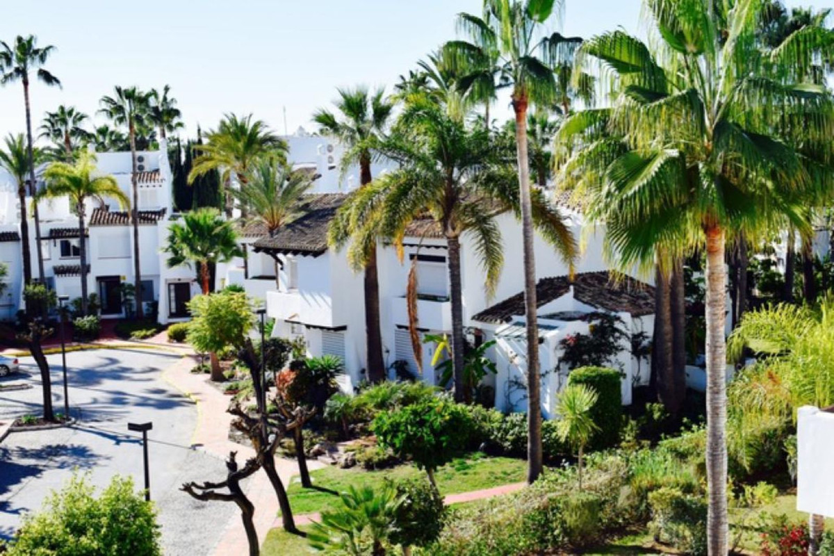 Ref:R3591010 Townhouse - Terraced For Sale in Estepona