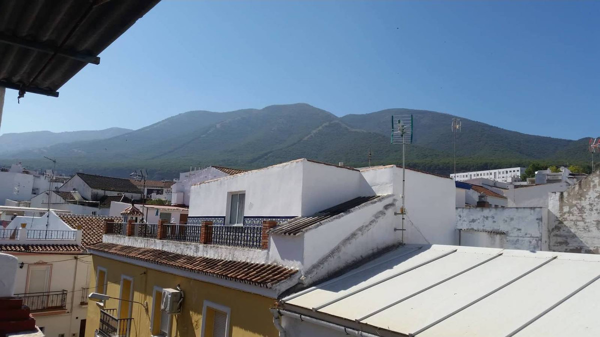 Cute corner townhouse in a quiet, pretty street. Renovation required. Enter through front door into ,Spain