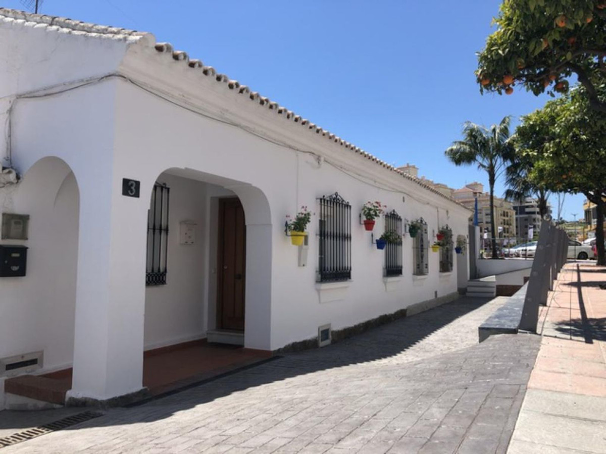 Ref:R3610001 Townhouse - Terraced For Sale in Estepona