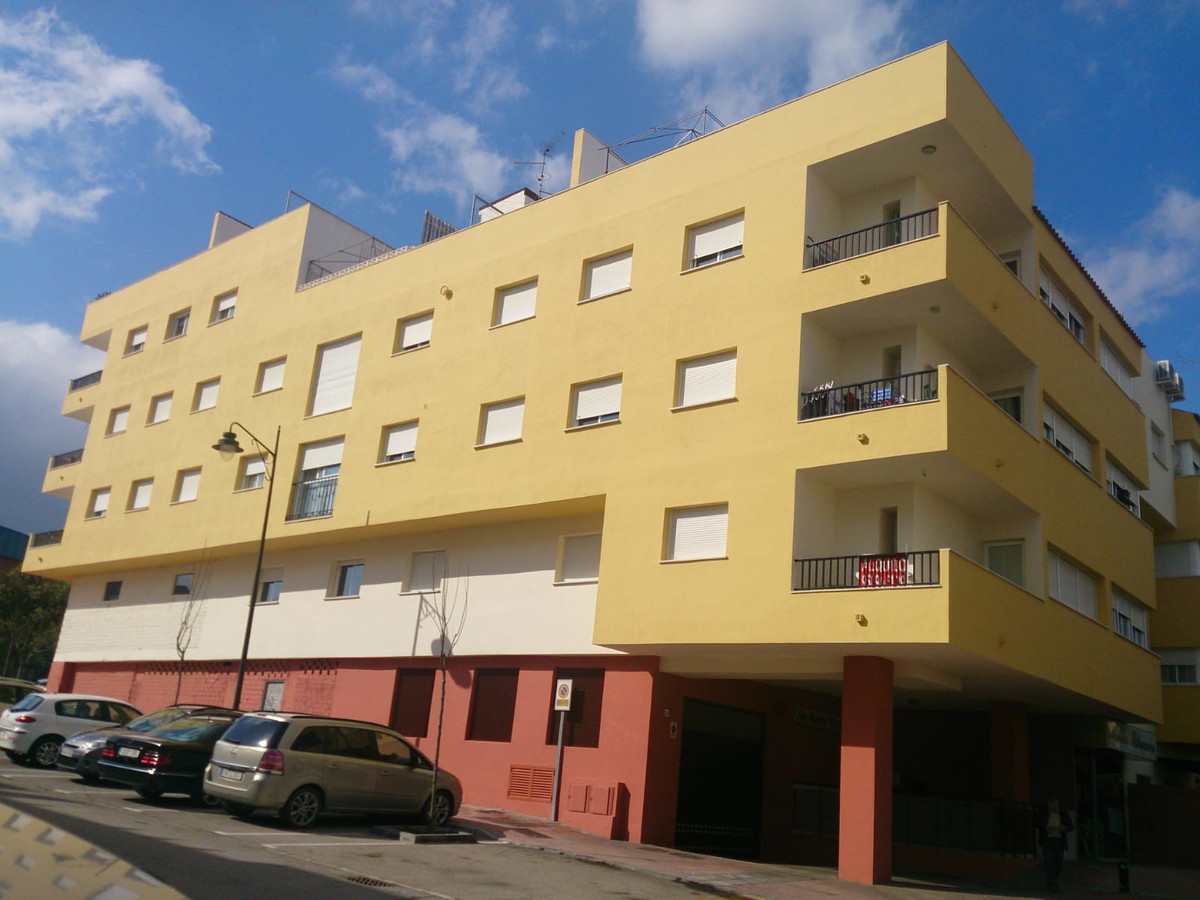R3426409: Apartment - Middle Floor for sale in Estepona