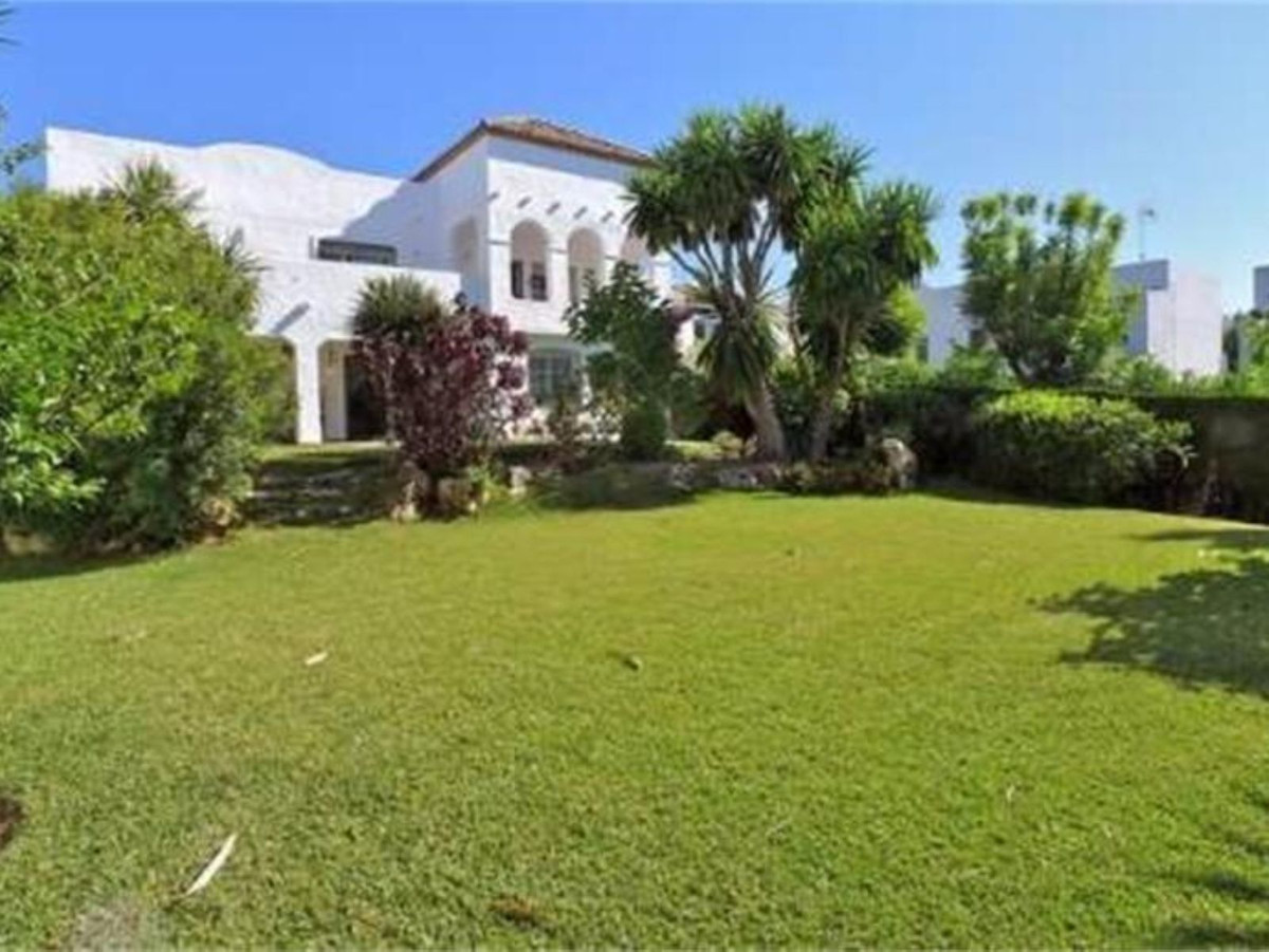 Ref:R3443380 Villa - Detached For Sale in Cancelada