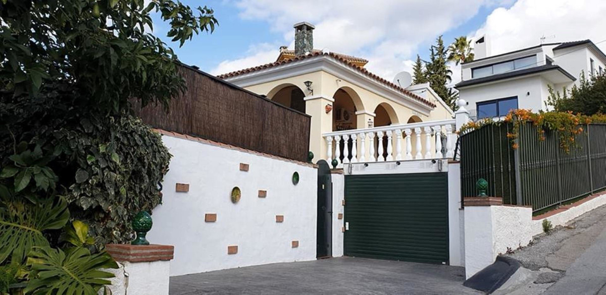 I believe this could be a mans dreamhome . The property is a 2 minute walk to the bars and restauran, Spain