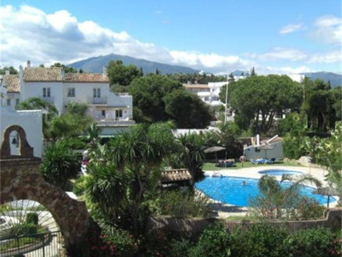Middle Floor Apartment for sale in Atalaya