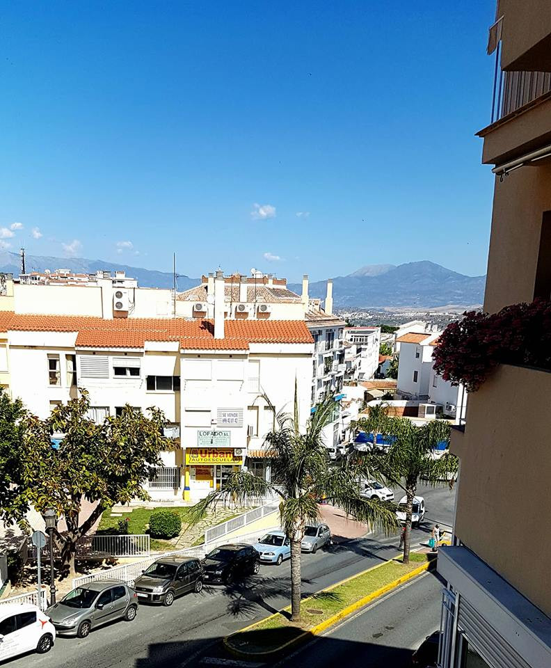 Spacious luminous 4 bed 2 bath apartment in Alhaurin El Grande The apartment is in a central positio, Spain
