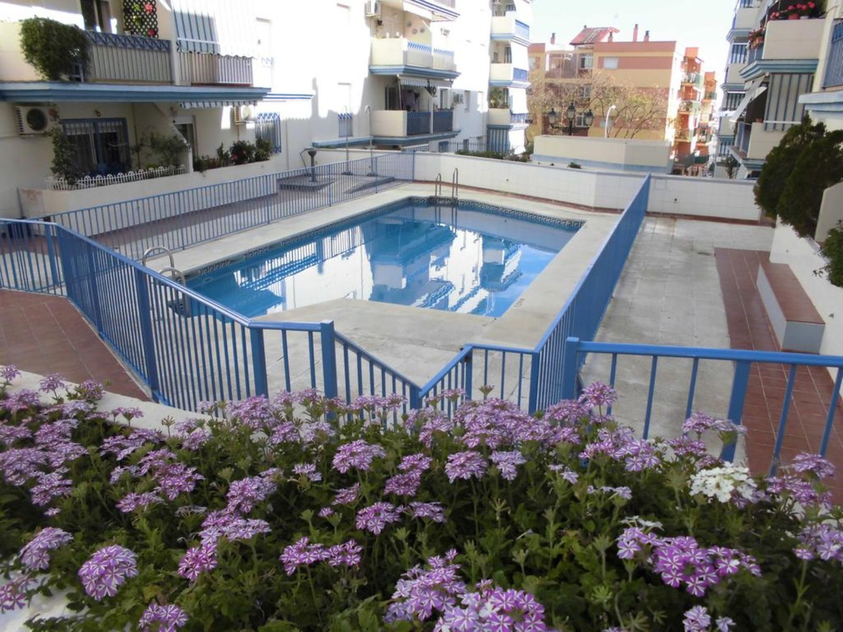 Spacious 3 bedroom apartment in a prime location in Estepona town has recently been reformed.  The l, Spain