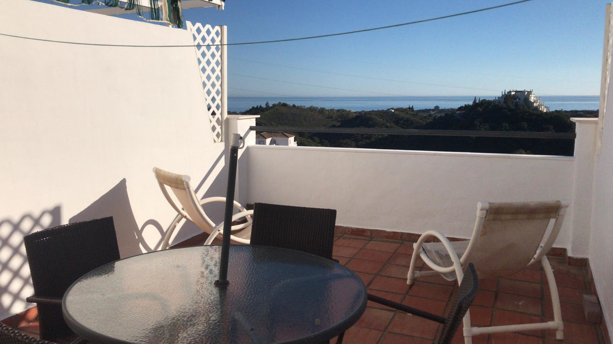 R3530545   Middle Floor Apartment in Estepona – € 99,999 – 1 beds, 1 baths