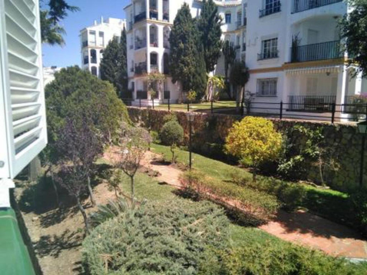 Ref:R3433732 Apartment - Middle Floor For Sale in Estepona