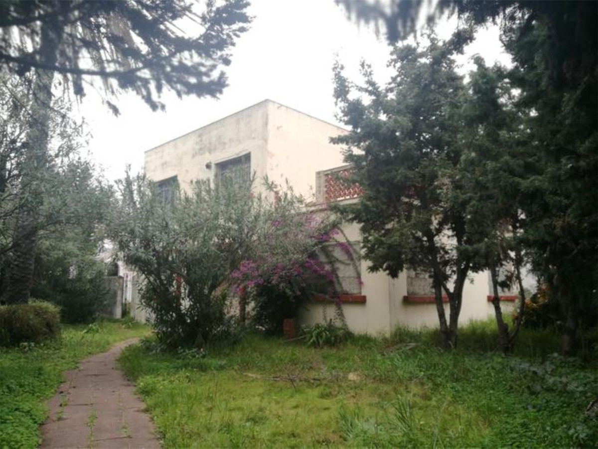 RESTORATION PROJECT !!  A perfect opportunity to purchase a project !! This really is a blank canvas, Spain