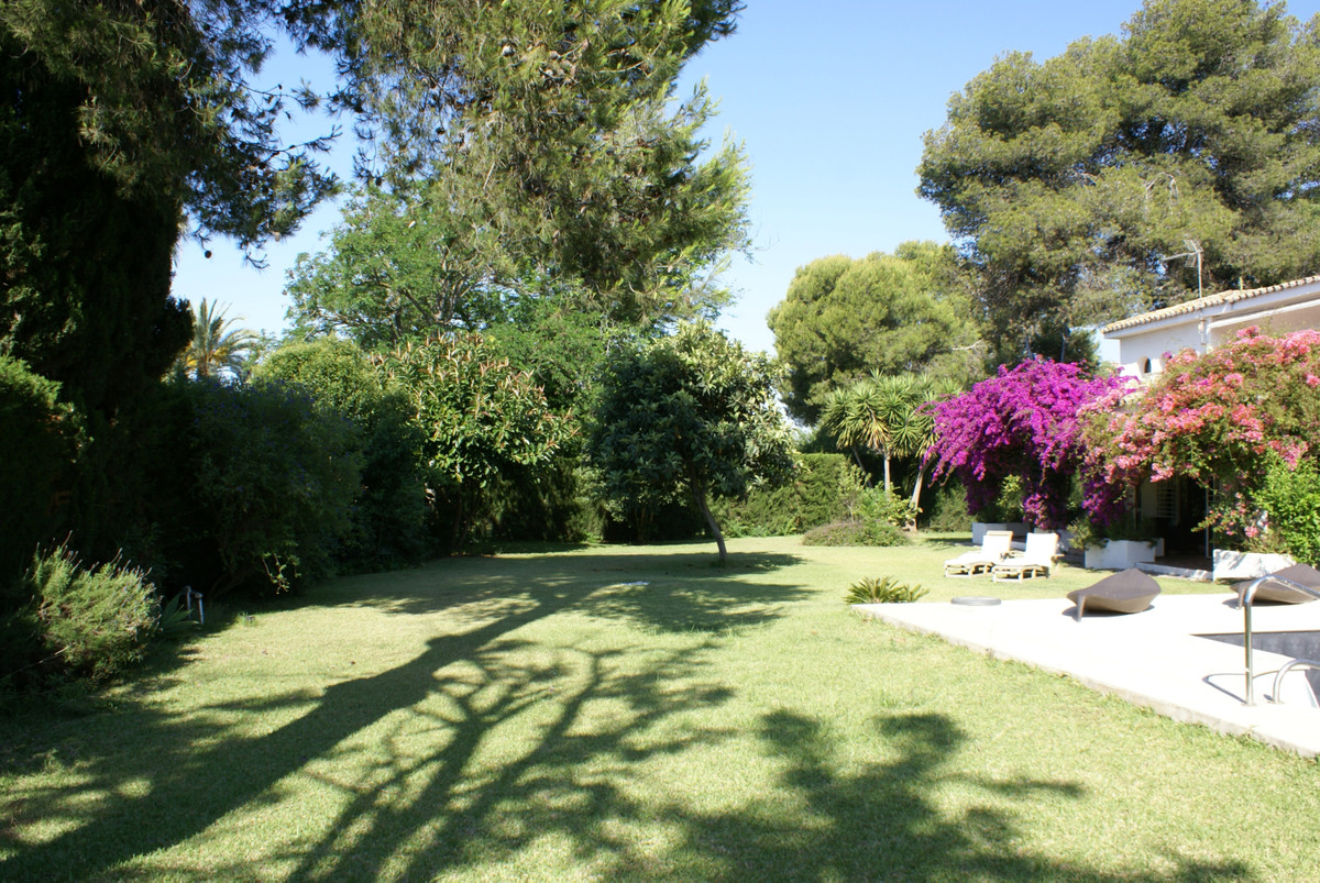 R3451129: Villa - Detached in Estepona