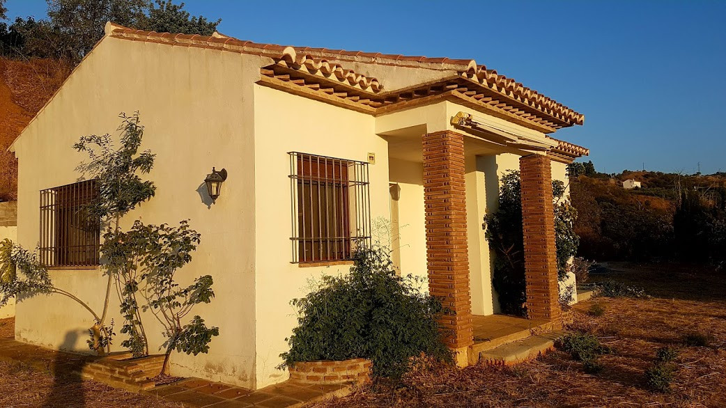 A pretty 2 bedroom finca set in an idylic location just minutes from the town of Guaro off the cemen, Spain