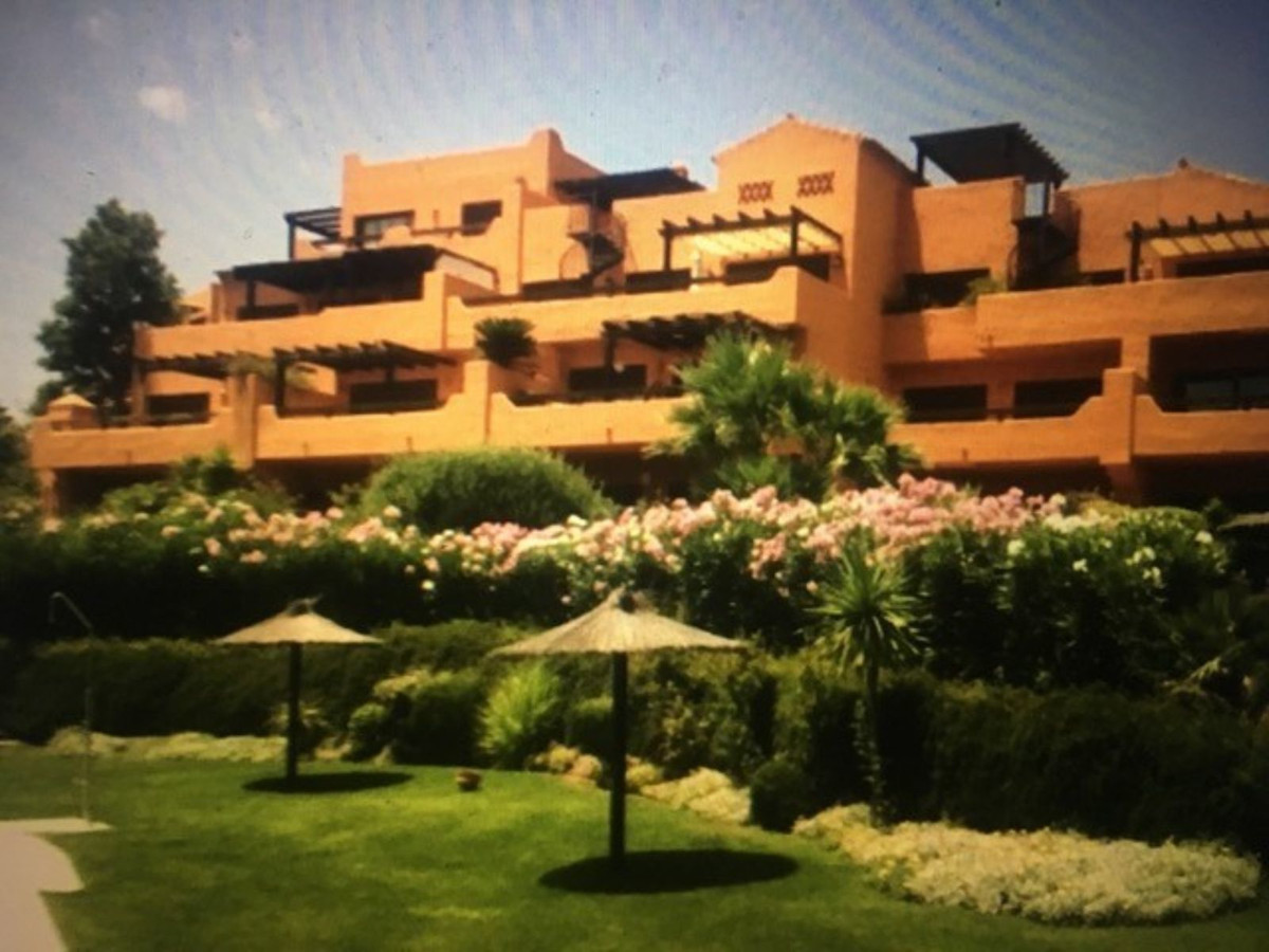 Ref:R3451015 Townhouse - Terraced For Sale in Estepona