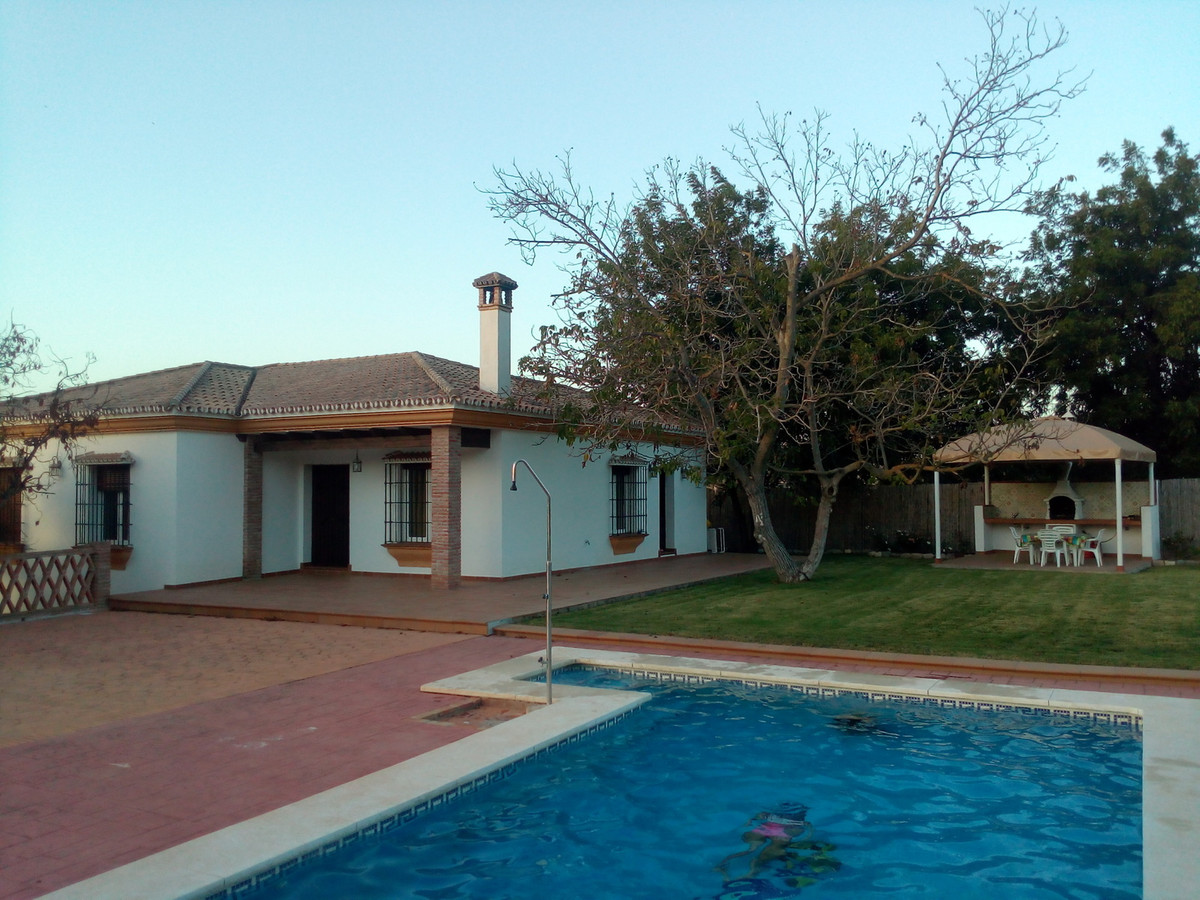 Fantastic 3 bedroom finca with an AFO in place beautiful country views. The house is in excellent co,Spain