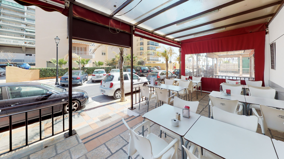 Bar, Fuengirola, Costa del Sol. Built 161 m², Terrace 40 m².  Setting : Beachfront, Town, Commercial, Spain