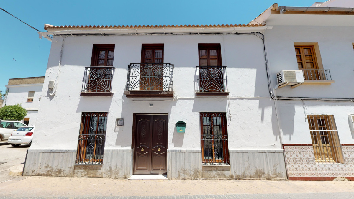 4 bedroom townhouse for sale guaro