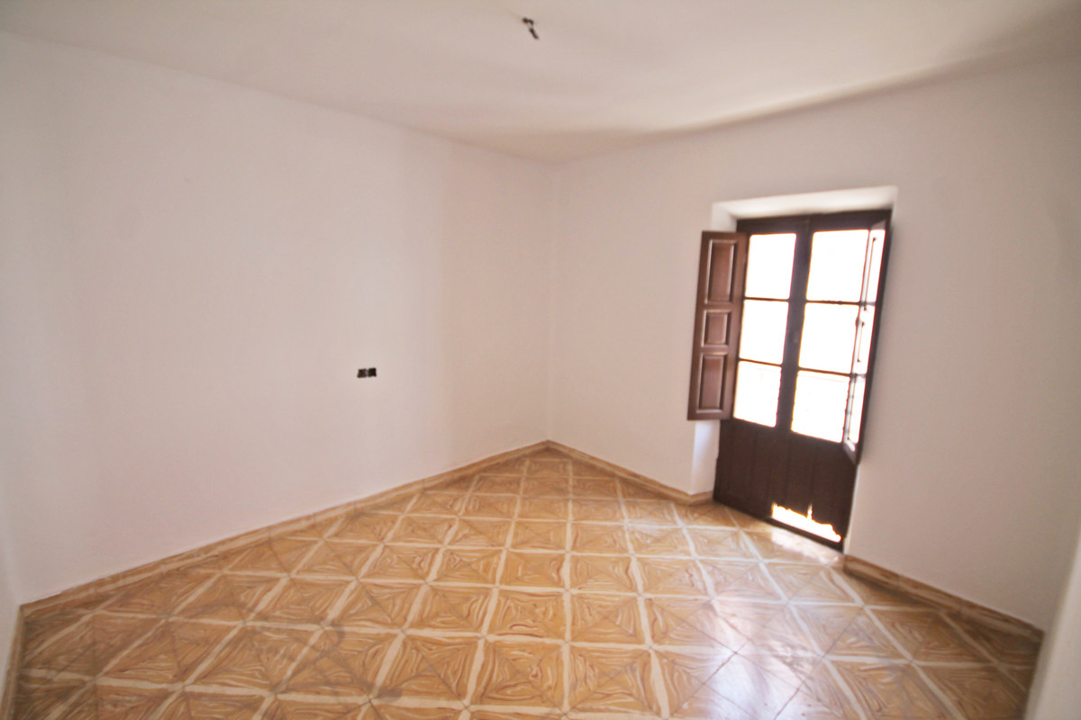 4 Bedroom Terraced Townhouse For Sale Guaro