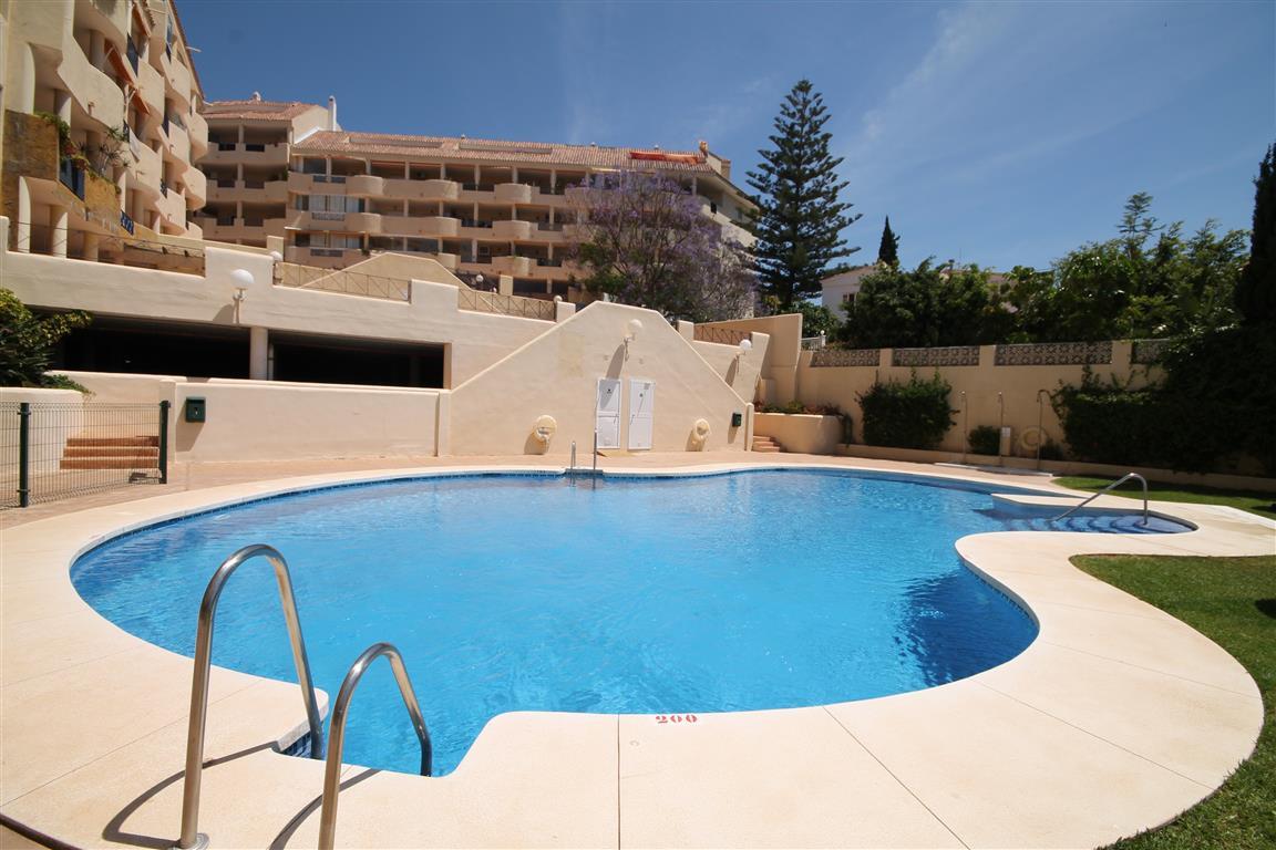 Para ti, tenemos este atico en Torreblanca del Sol, muy veraniego, con mucha luz y una terraza bruta,Spain