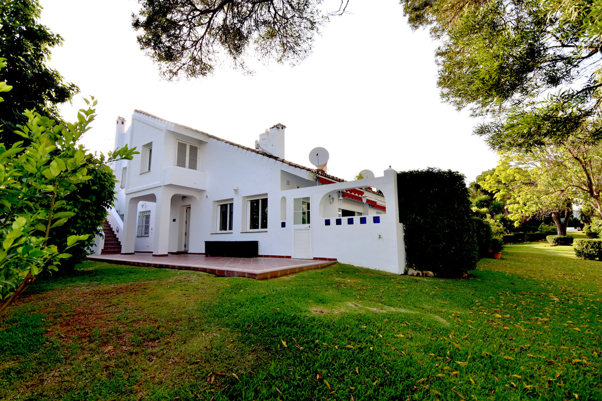 Do you want to have a quality life in the heart of Nueva Andalucia?    This high quality 3 bed / 3,5,Spain