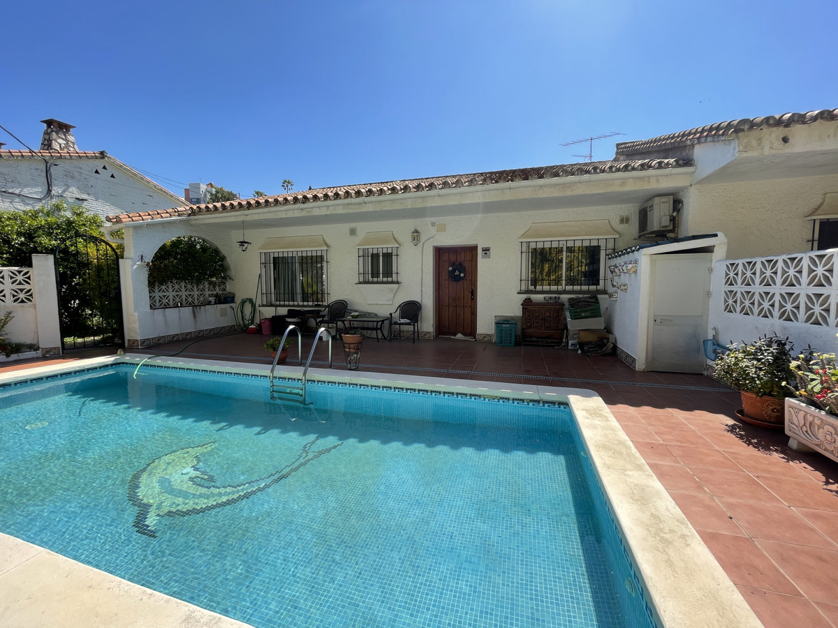 Make your dream true with this terraced house with the own swimming pool in Los Pacos, Fuengirola!  ,Spain