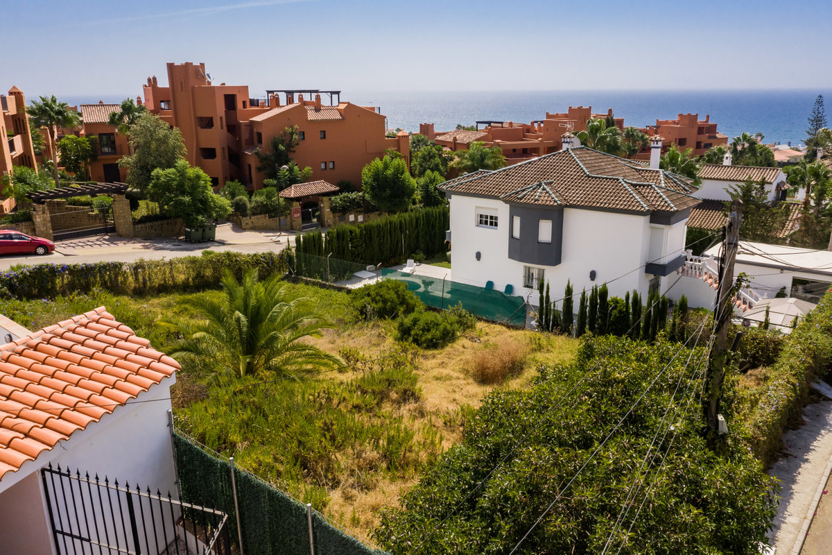 Residential plot with sea view and walking distance to the beach. The plot is situated in a nice and,Spain