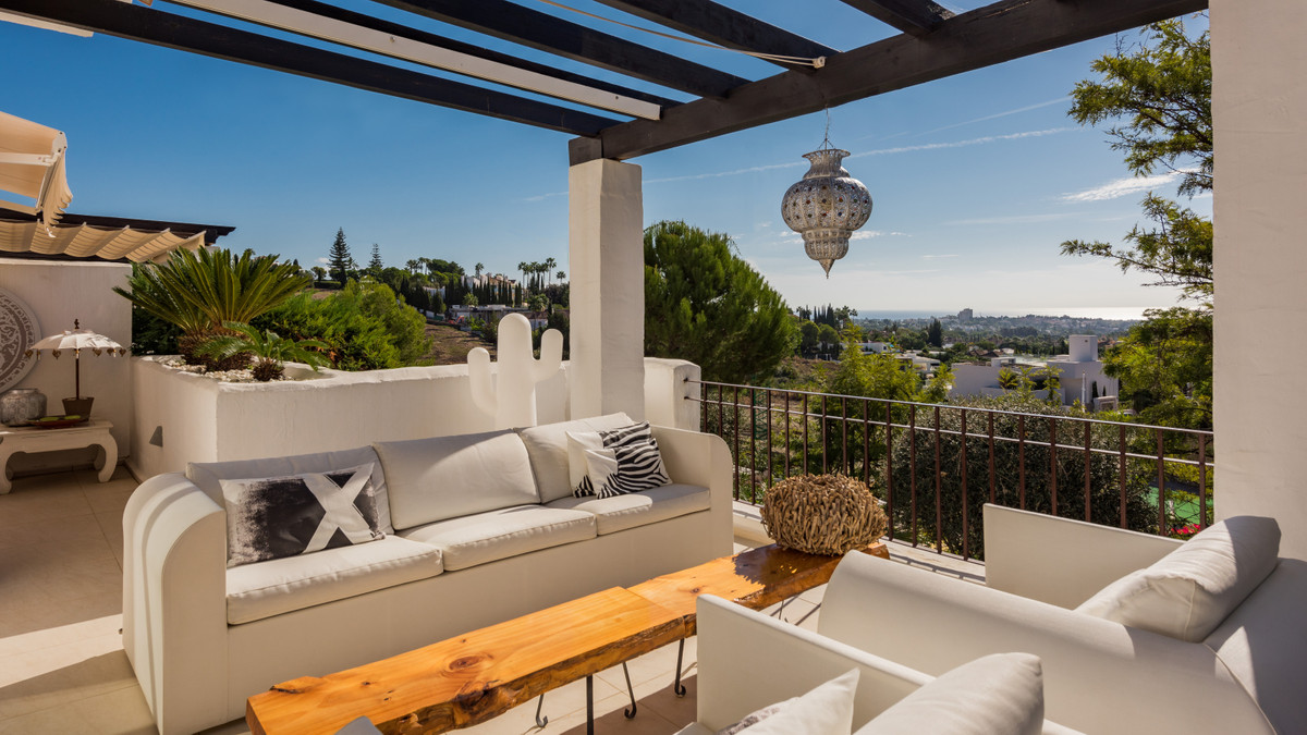 Apartment, Penthouse  for sale    in Nueva Andalucía