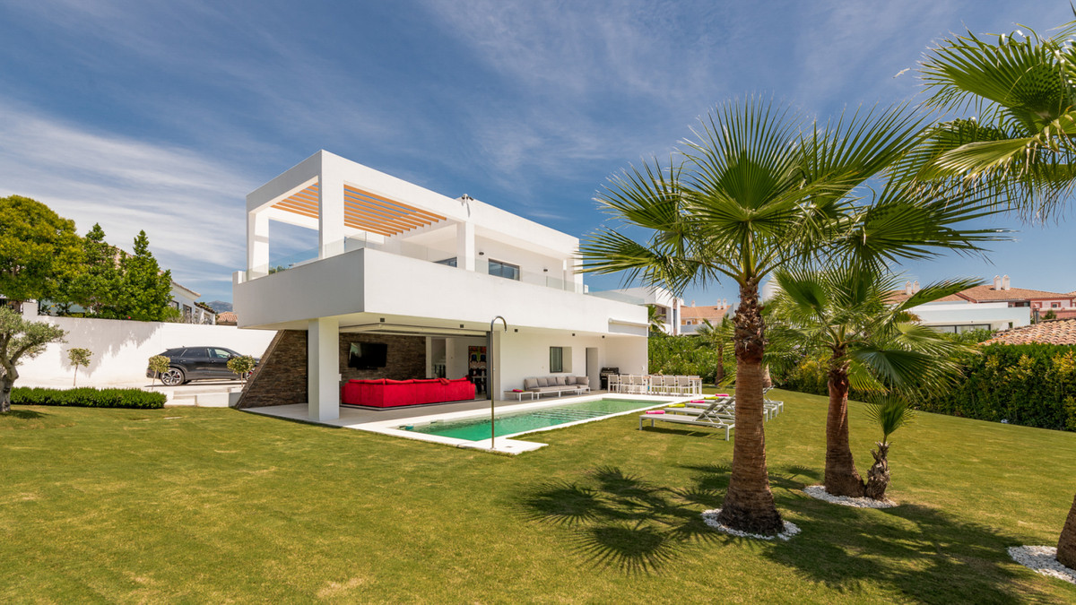 Newly constructed contemporary 5 bedroom in El Pilar.  Living area built over two floors plus a larg, Spain