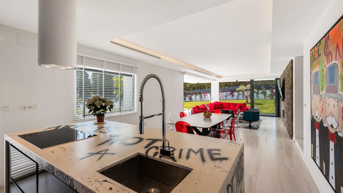Villa – Chalet en Venta en El Paraiso – R3627038