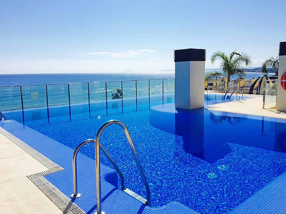 Marbella Banus Apartamento Planta Media en Venta en New Golden Mile – R3611234