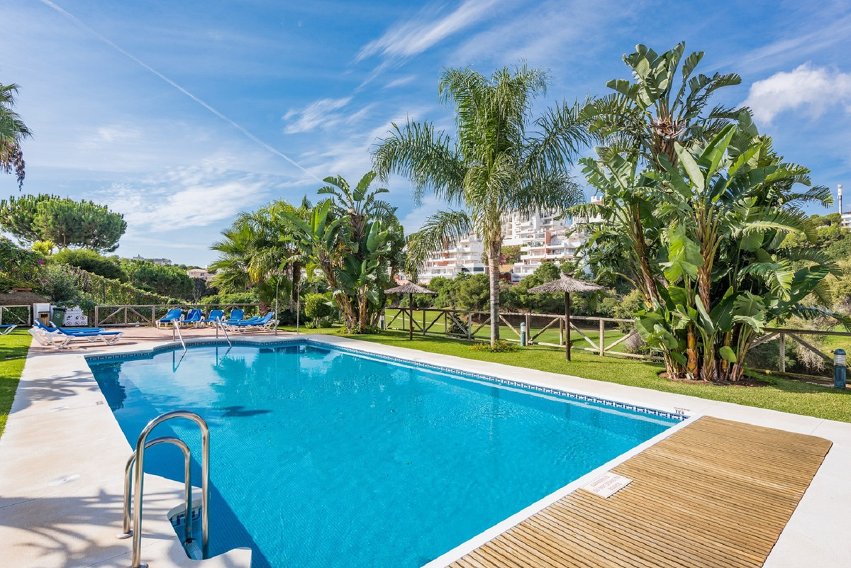 This 3 bedroom townhouse is immaculately presented and sold fully furnished. It offers all modern co, Spain