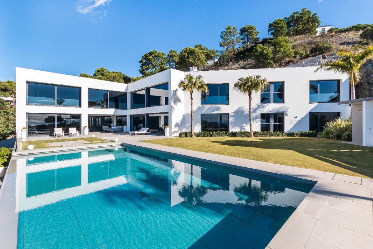 Reserva de Alcuzcuz, Benahavis  This newly built contemporary style villa is situated on an elevated, Spain