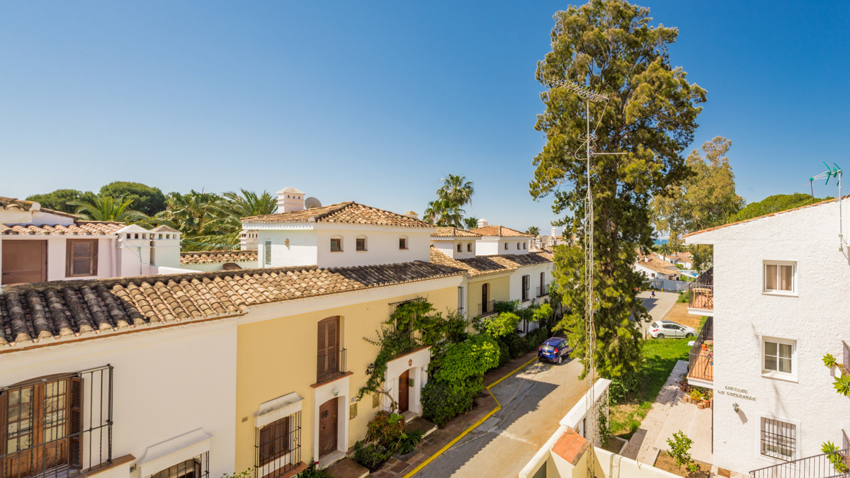 Townhouse, Estepona, Costa del Sol. 3 Bedrooms, 2 Bathrooms, Built 124 m², Terrace 15 m².  Excellent, Spain