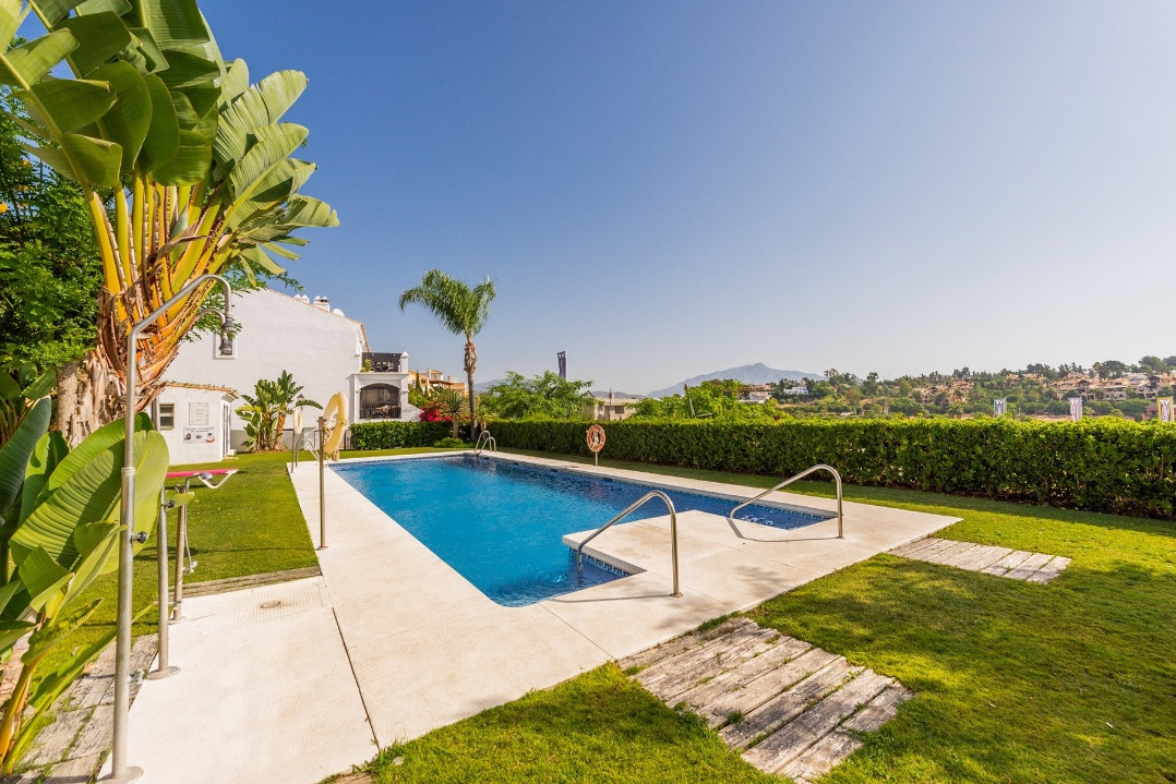 This 4 bedroom townhouse is situated in a closed residential urbanization close to El Campanario Cou, Spain