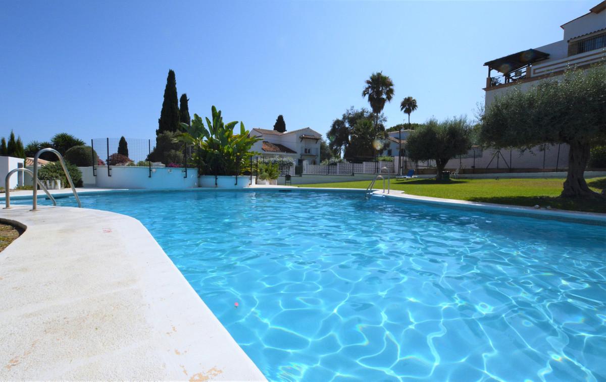 Marbella Banus Apartamento en Venta en Marbella – R3894055