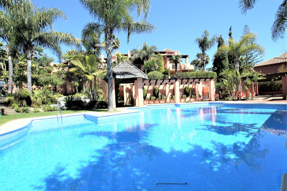 Marbella Banus Adosada en venta en Marbella – R3583912