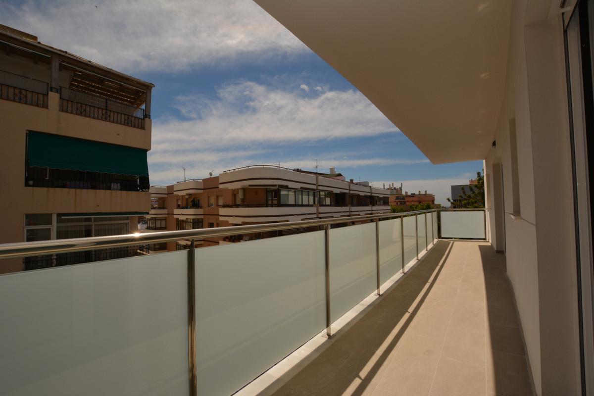 Marbella Banus Apartamento Planta Media en Venta en Marbella – R3428356