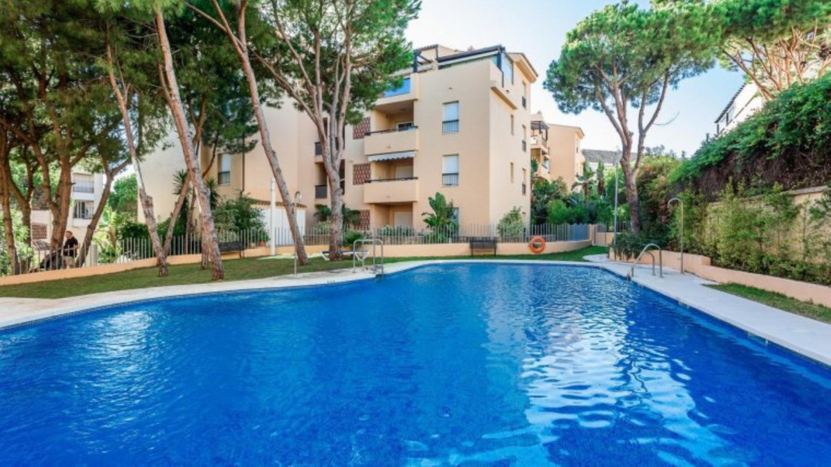 Middle Floor Apartment for sale in Elviria