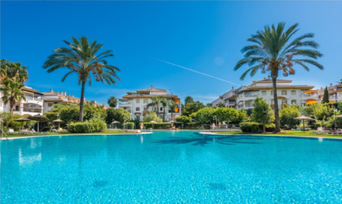 GREAT OPPORTUNITY FIRST LINE GOLF, SPACIOUS AND BRIGHT, GREAT TERRACE, UNBEATABLE INVESTMENT !!  Fan,Spain
