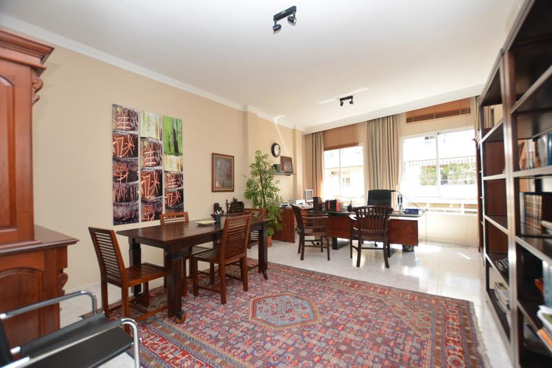 Marbella Banus Oficina en venta en Marbella – R3527671