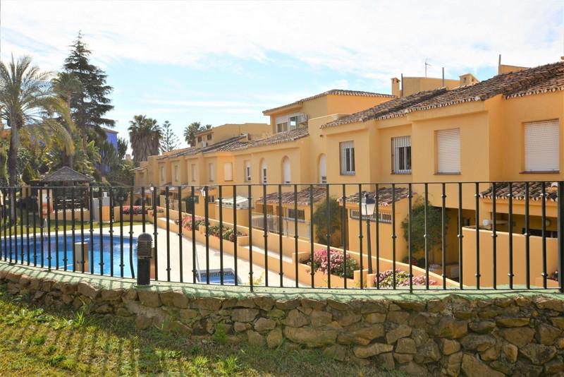 Adosada en venta en Marbella – R3420322