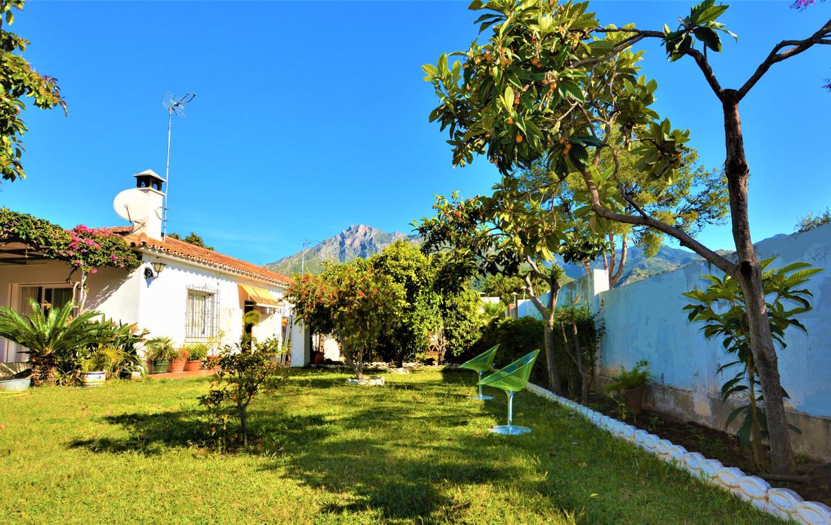 Marbella Banus Villa en Venta en Marbella – R3418756