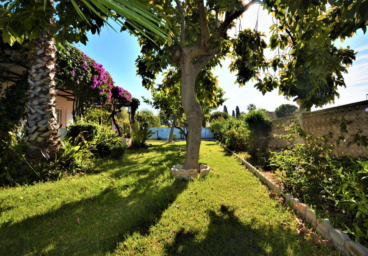 Villa en Venta en Marbella – R3418756