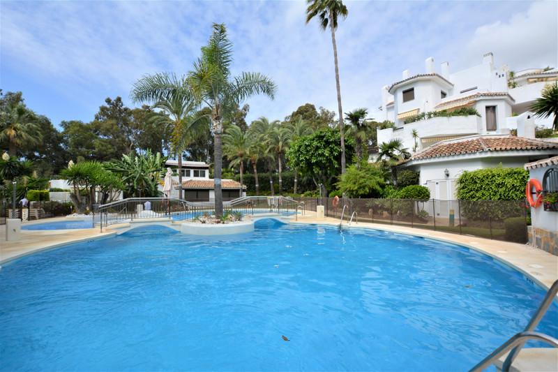 Apartamento Planta Media en venta en Marbella – R3141790
