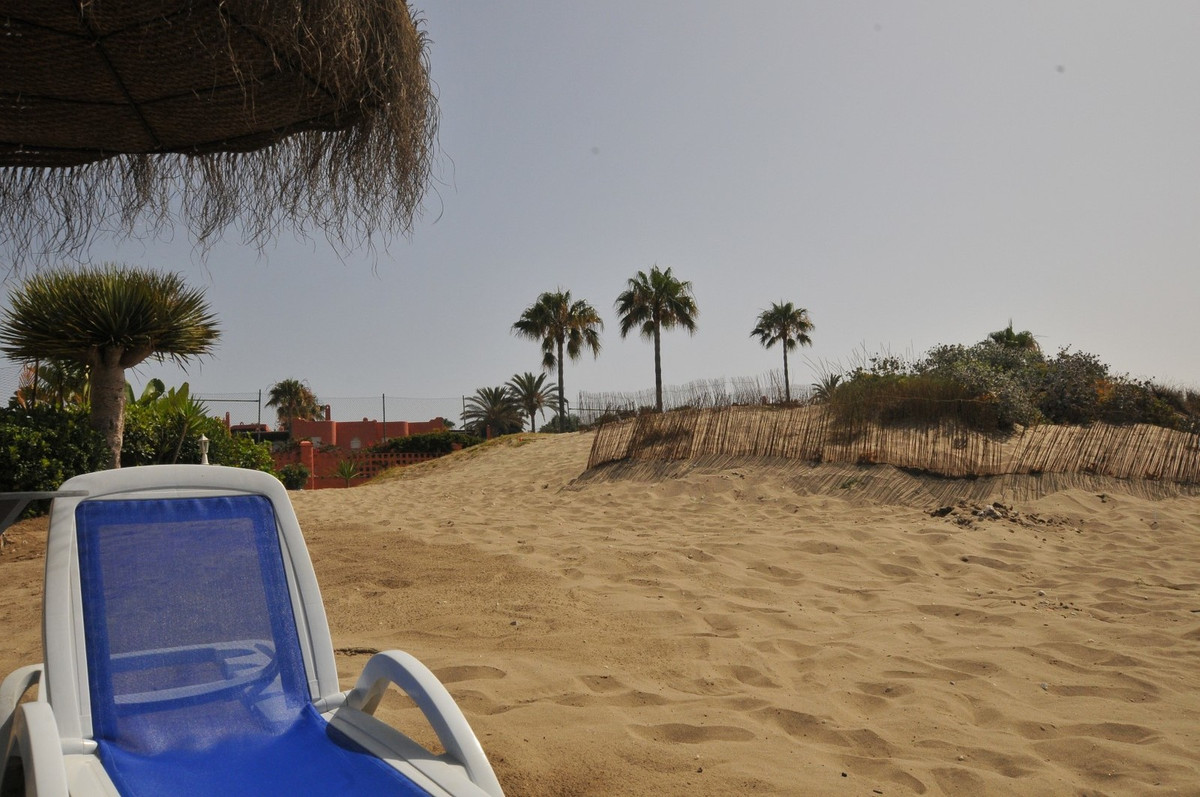 MAGNIFICENT APARTMENT, SPACIOUS AND BRIGHT, SOUTH ORIENTATION !!, FIRST LINE OF THE BEST BEACHES OF ,Spain