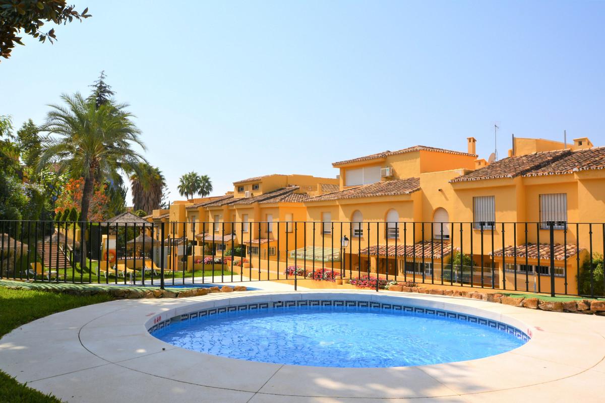 Marbella Banus Adosado en Venta en Marbella – R3255025