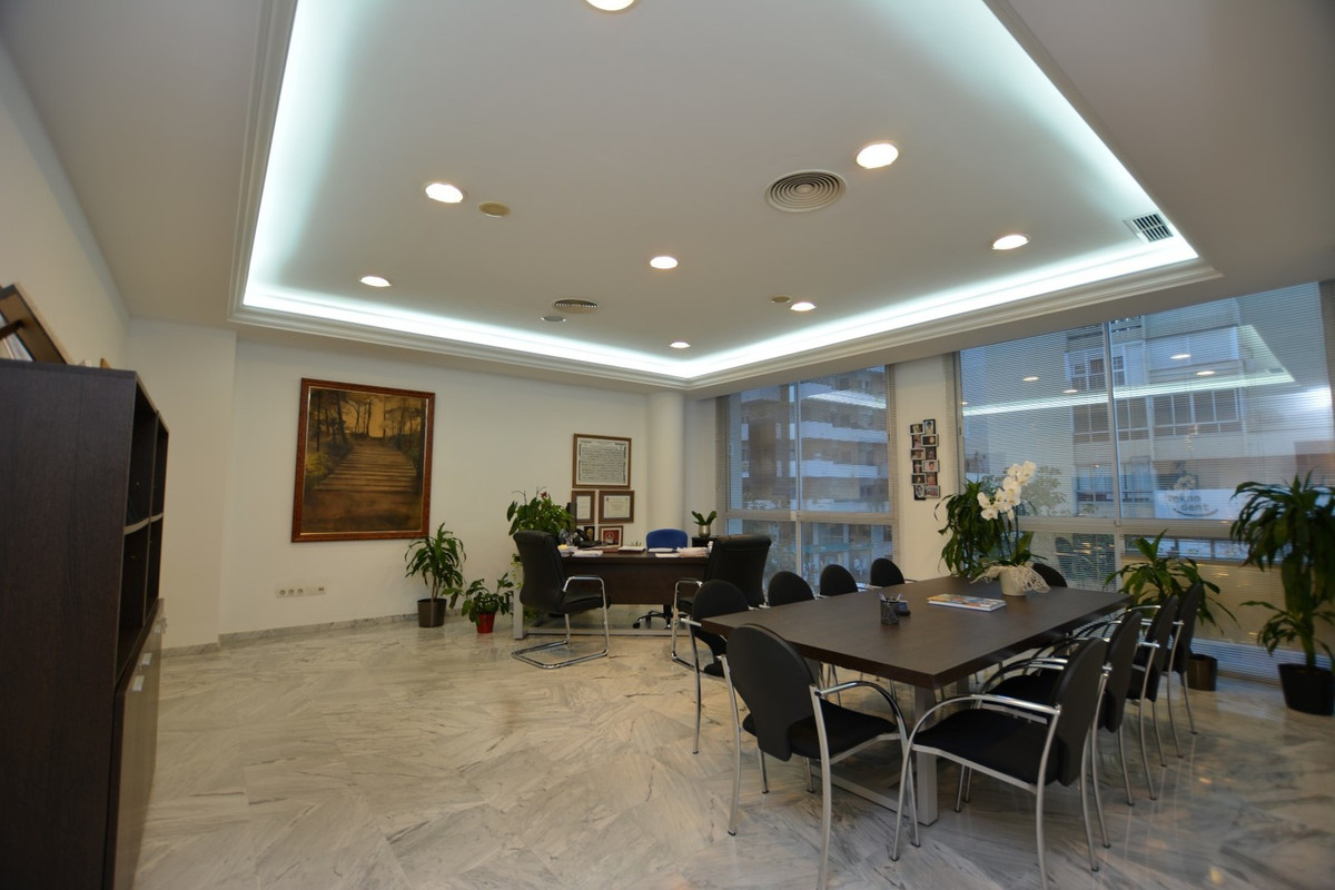 AWESOME OFFICE VERY LIGHTED AND SPACIOUS IN THE BEST LOCATION AT TOWN, RIGHT ON THE CENTER OF MARBEL, Spain
